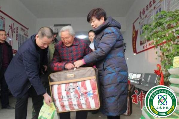 河北易水砚公司赴易县血山村慰问贫困户